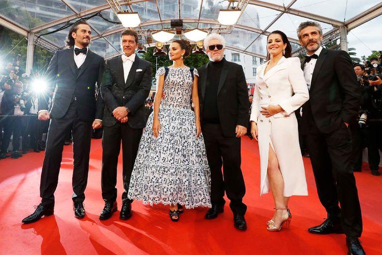 El director e integrantes del elenco, en la presentación de la película en el Festival de Cannes