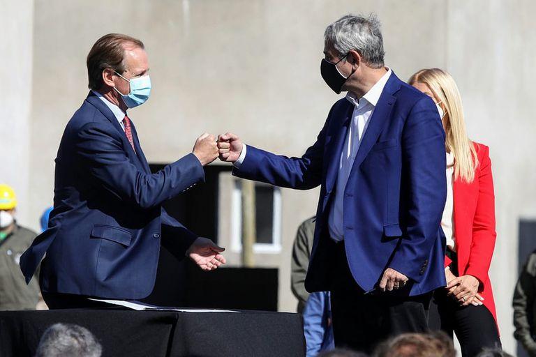 El gobernador Gustavo Bordet y el ministro de Hábitat y Desarrollo Territorial, Jorge Ferraresi
