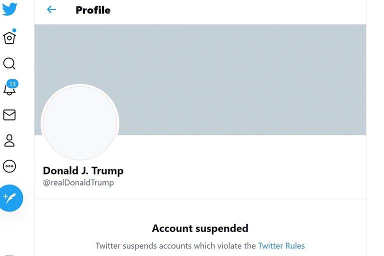 En esta captura de pantalla de Twitter, se ve la cuenta de Twitter suspendida del presidente saliente de Estados Unidos, Donald Trump, el 8 de enero de 2021