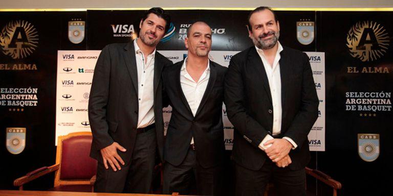 Sergio Hernández con el interventor Juan Susbielles y el director deportivo Juan Espil