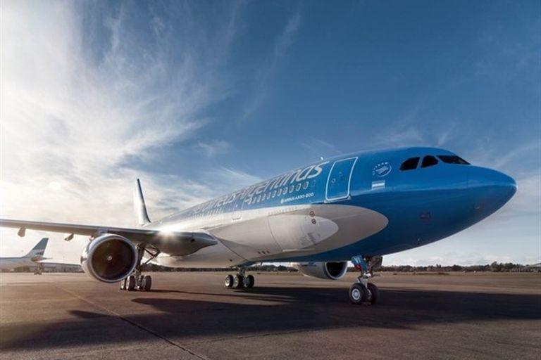 Viajes: Aerolíneas y JetSmart suman vuelos a El Calafate y dicen que no alcanzan