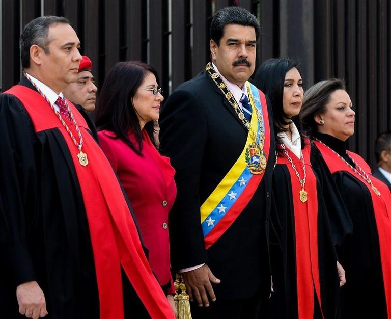 Maduro y su esposa estuvieron ayer con la plana mayor del Tribunal Supremo de Justicia, en Caracas