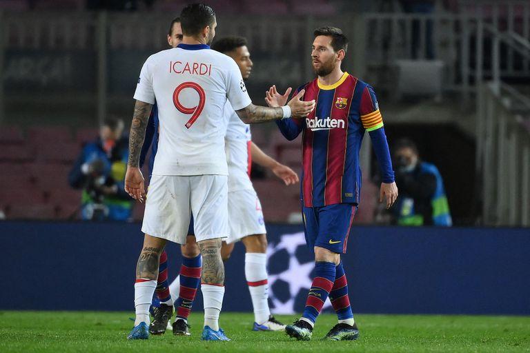 Mauro Icardi y Lionel Messi se saludan luego del partido por Champions League