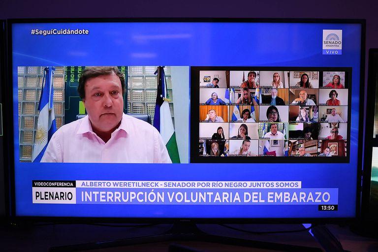 Alberto Weretilneck es uno de los indecisos que podría definir la votación