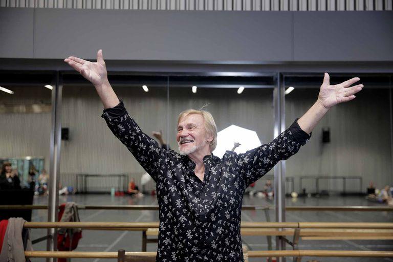 Leyenda de la danza, el exbailarín y coreógrafo ruso trabaja en su propia versión de Don Quijote con el Ballet Estable del Teatro Colon; desde el jueves, en diez funciones