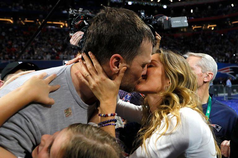 Lo que dejó el Super Bowl: los récords de Tom Brady y el beso de Gisele Bündchen
