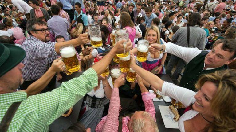 Beber cerveza, el motivo de la celebración bávara del Oktoberfest