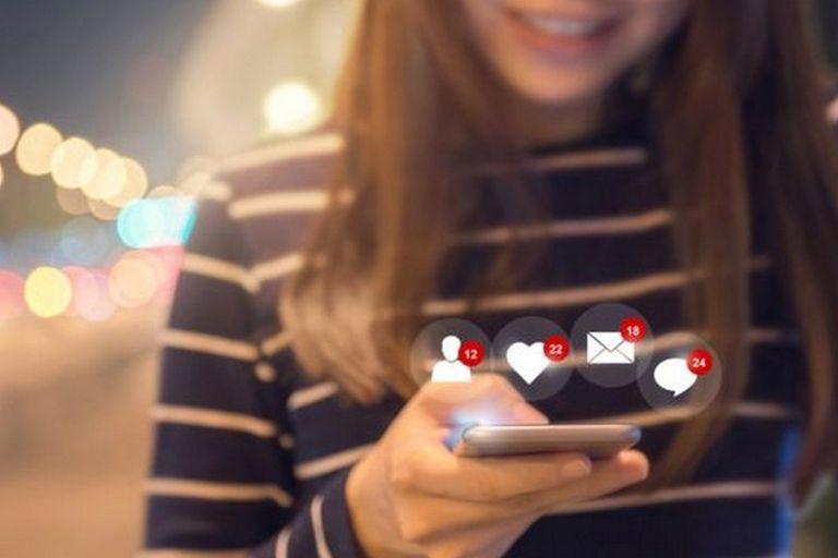 Facebook quiere seducir a los más jóvenes con su servicio de memes y videos LOL