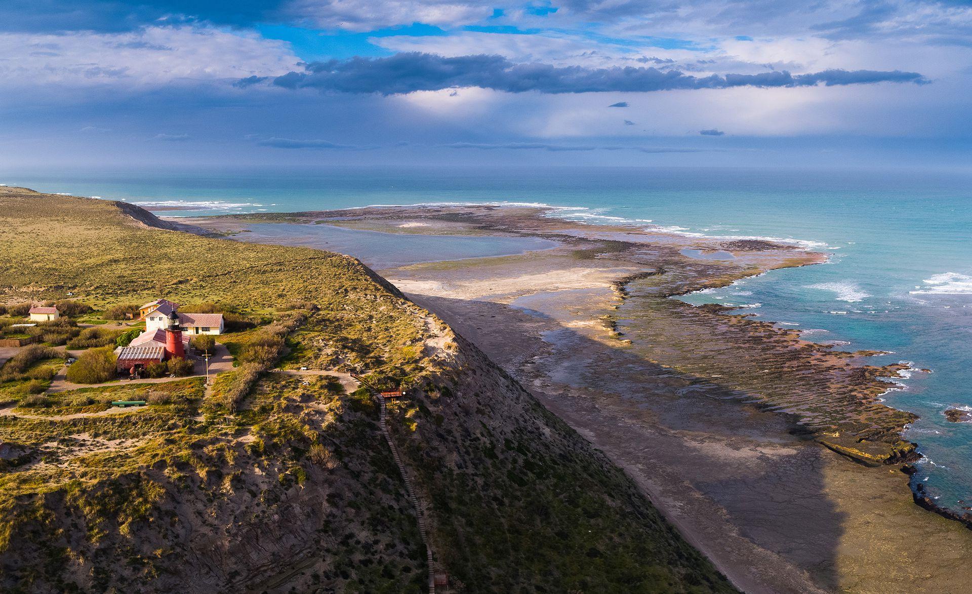 El Faro de Punta Delgada, con vista al mar de la Península Valdés.