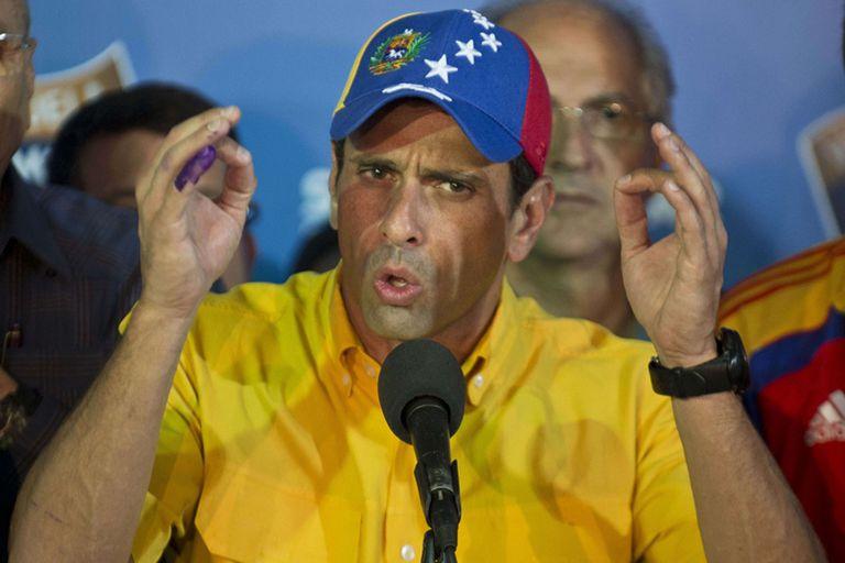 Capriles, al proclamarse ganador y exigir un recuento