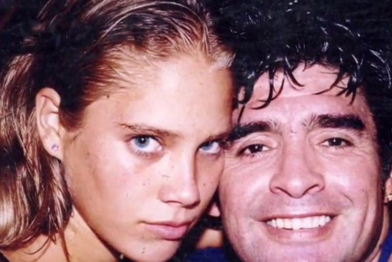 Mavys Álvarez y Diego Maradona