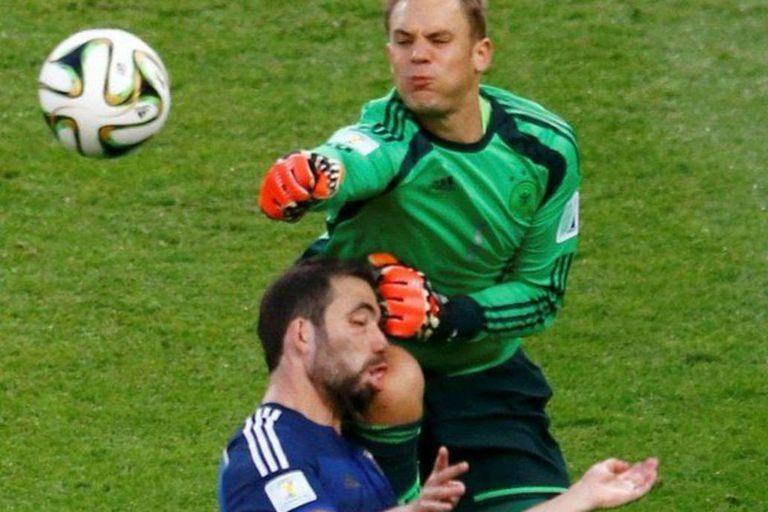 """Para Higuaín, el choque con Neuer también """"fue foul"""""""
