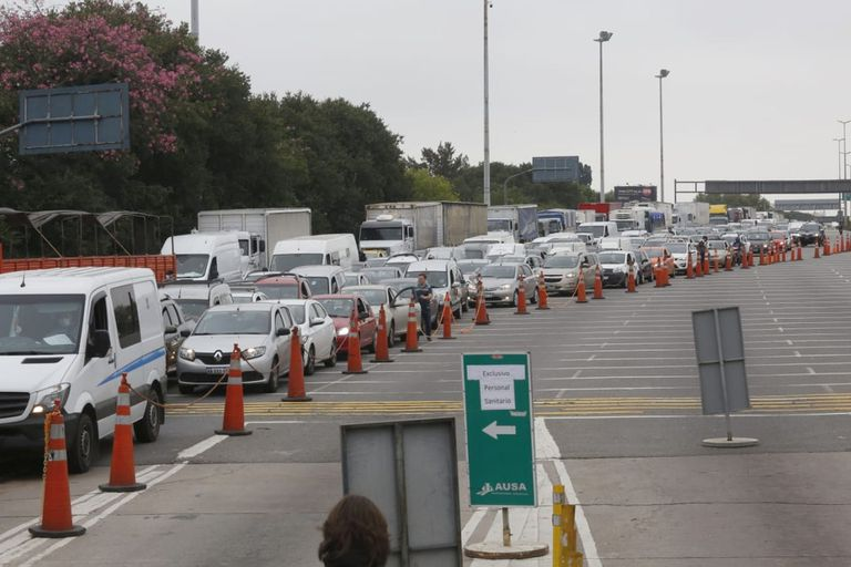 Controles en el peaje de la autopista 25 de mayo mano a capital