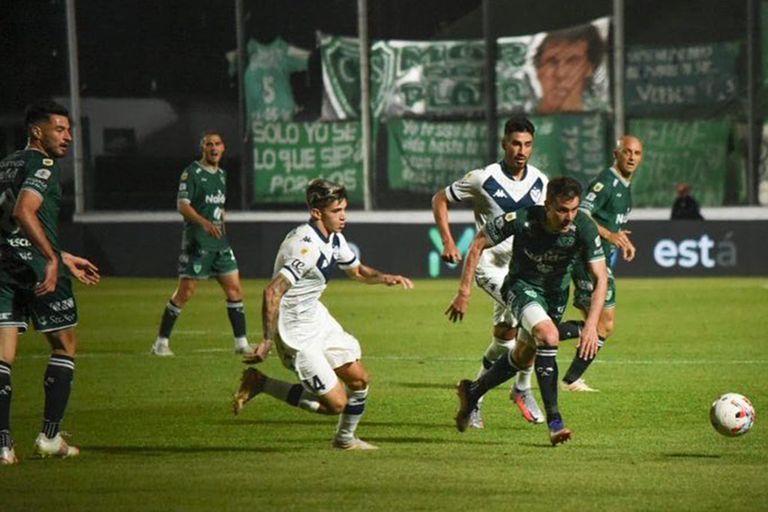 Sarmiento y Velez jugaron un partido con más ocasiones de gol en el primer tiempo, pero que se definió en el segundo.
