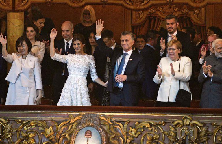 Una imagen de la emoción para el recuerdo: en el palco presidencial del Teatro Colón, el presidente lloró. Y Juliana lo abrazó y lo contuvo.