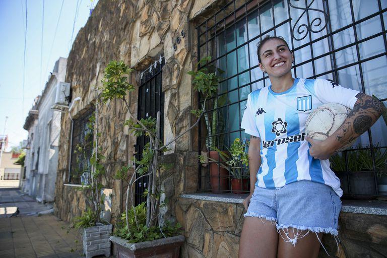 Luana Muñoz vive frente al Cilindro de Avellaneda, es hincha fanática de Racing y cumplirá el sueño de vestir la camiseta del club de sus amores.