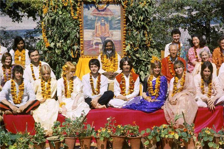 Los Beatles en la India: el viaje que generó 48 canciones y terminó por las acusaciones contra el Maharishi
