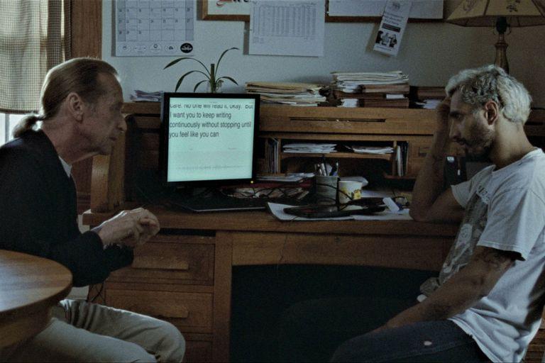 Ruben junto a Joe, líder de la comunidad en la que solo viven personas sordas