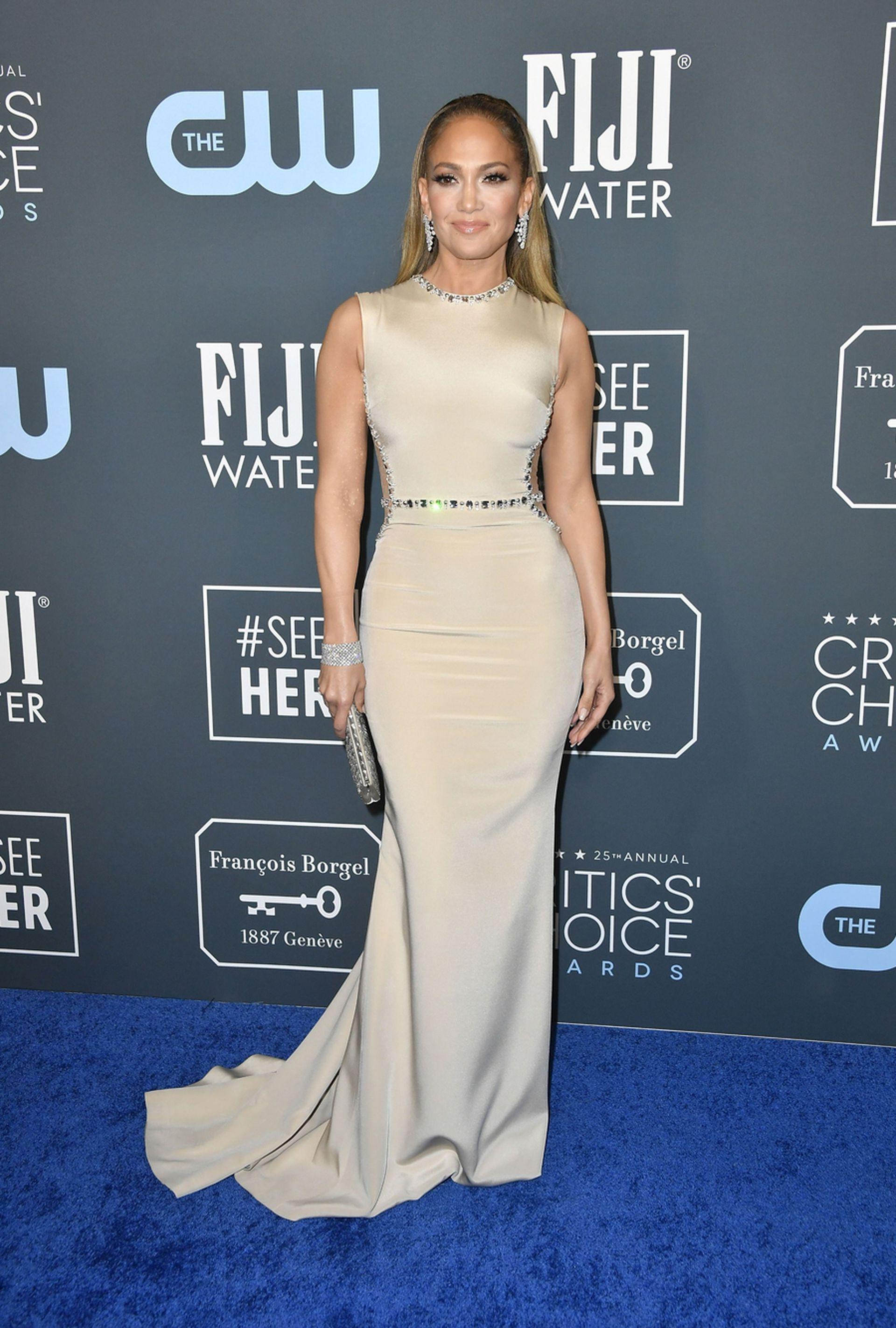 Jennifer Lopez, deslumbrante como siempre, lució un vestido en color dorado de Georges Hobeika