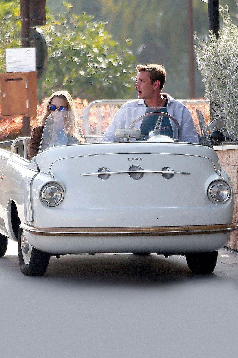 La pareja fue vista en varias ocasiones recorriendo el Yacht Club de Mónaco a bordo de un Fiat 600 Multipla cabrio blanco.