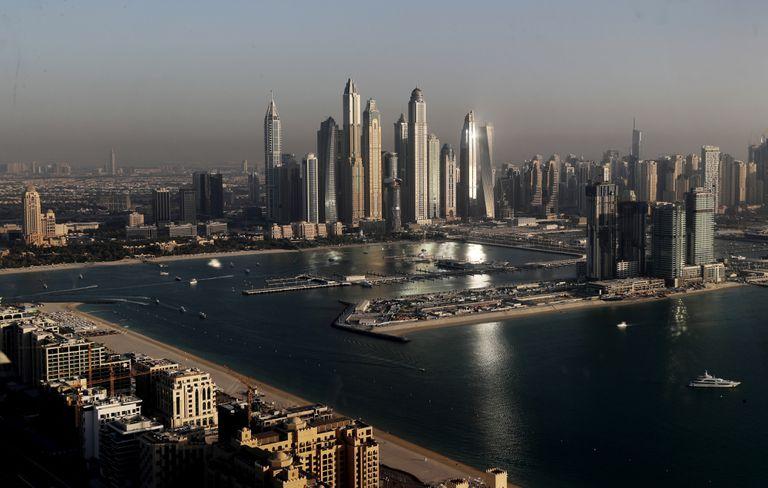 El lujo domina el skyline de la marina de Dubai