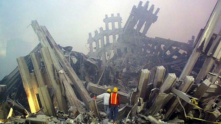 El fuego causó daños severos a las columnas de las torres.