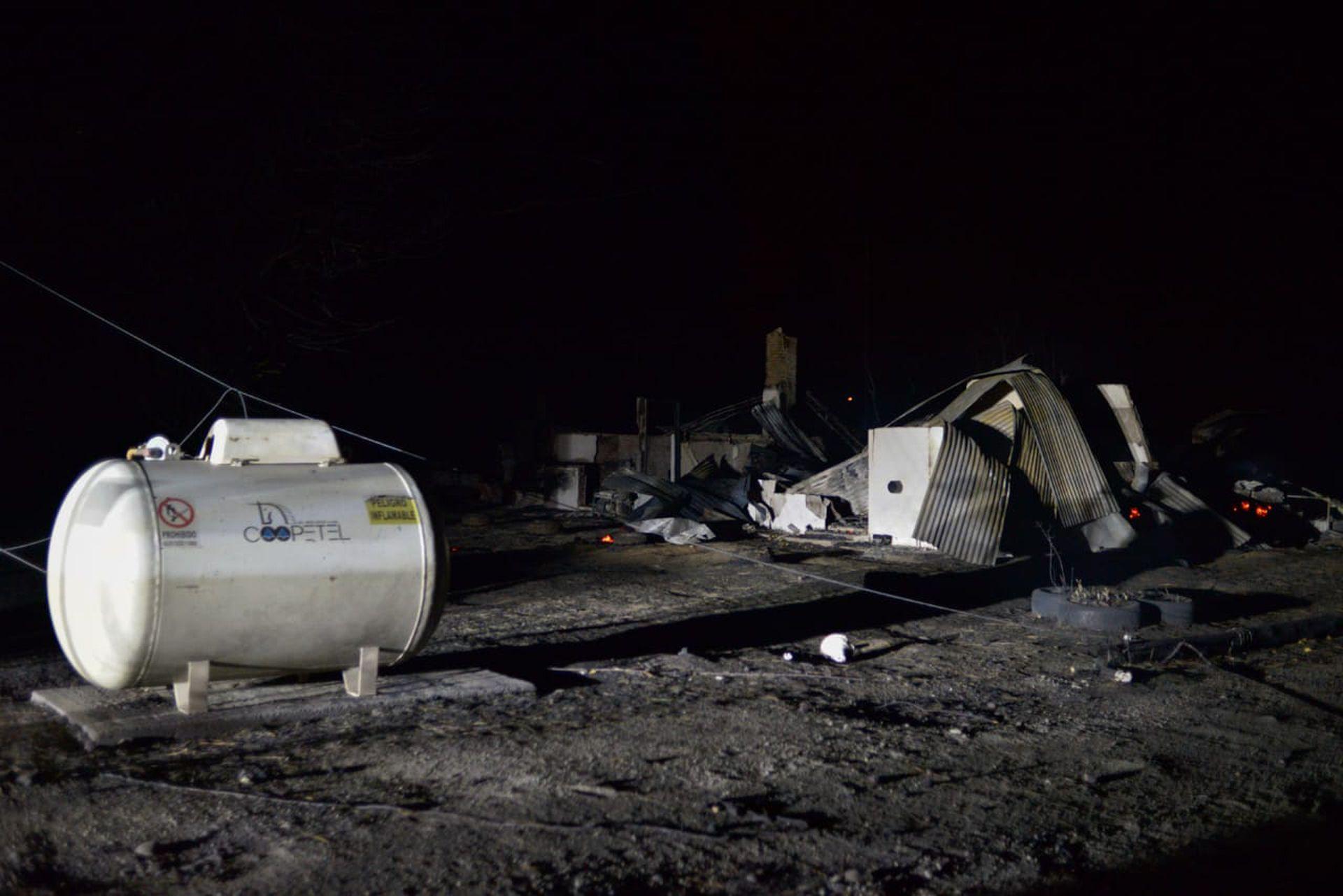 Unas 200 personas fueron evacuadas en Lago Puelo, mientras que hay siete heridos, uno de gravedad, internado en Bariloche