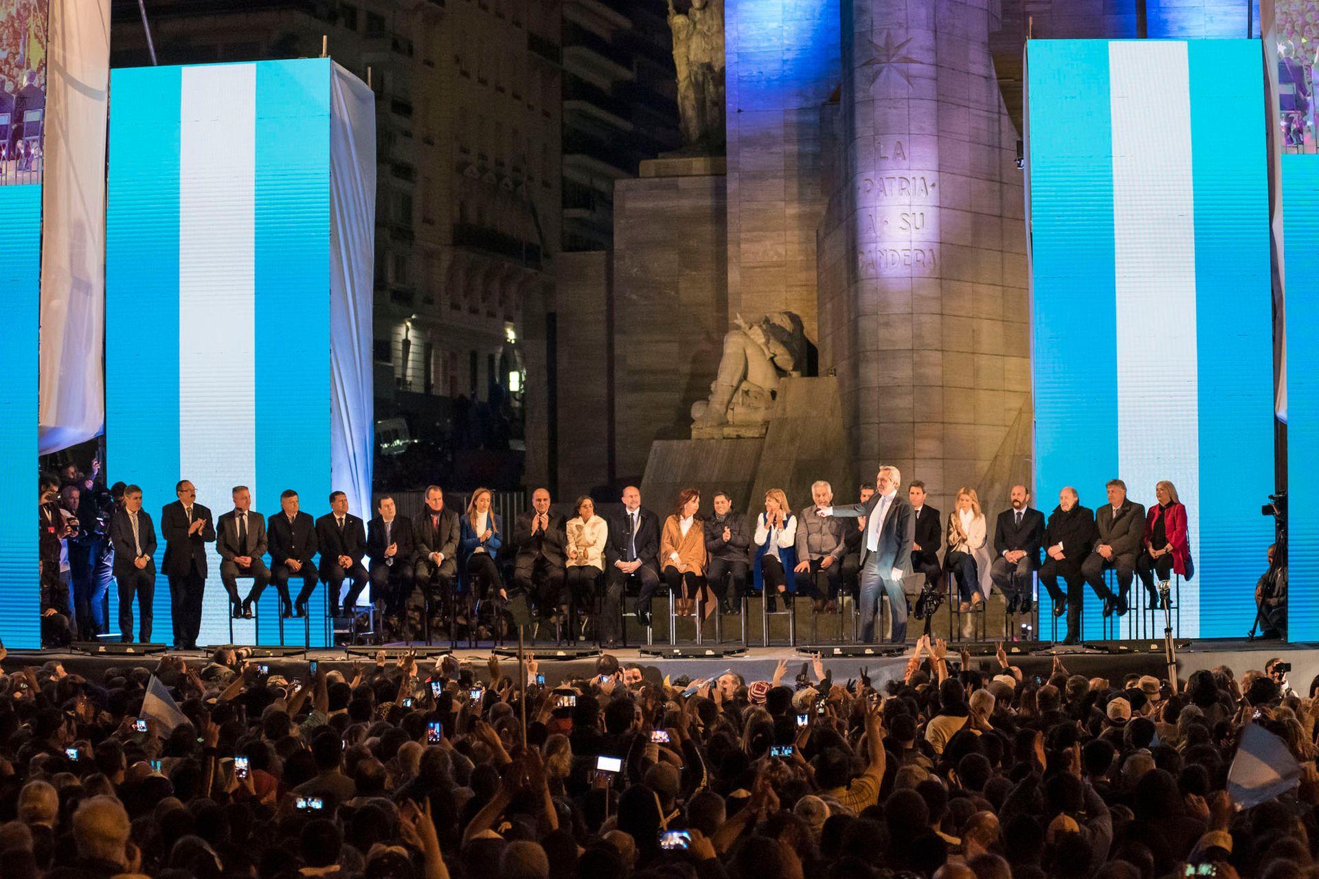 En el acto realizado en el Monumento a la Bandera en Rosario, junto a Cristina Fernández de Kirchner, el 7 de agosto de 2019