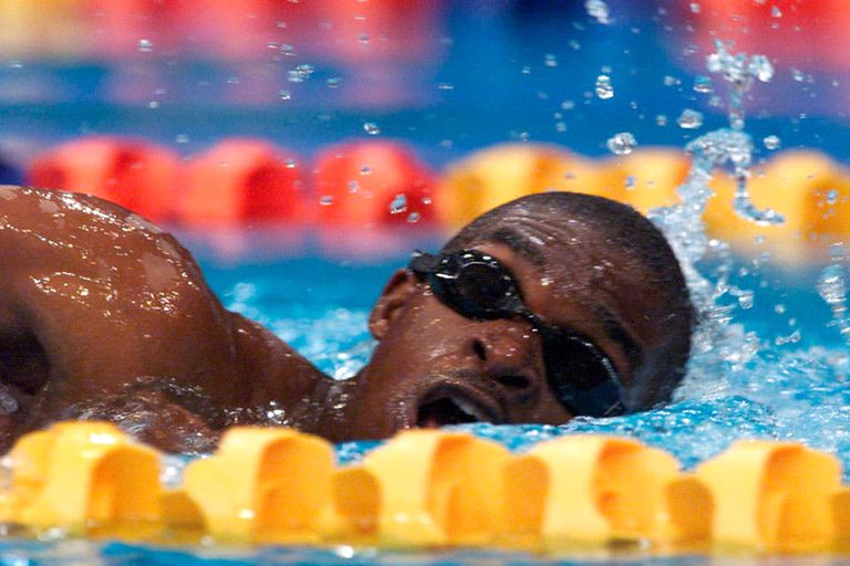 La carrera eterna de Moussambani: 1m52s72/100 para los 100 metros; el ganador hizo 48s30