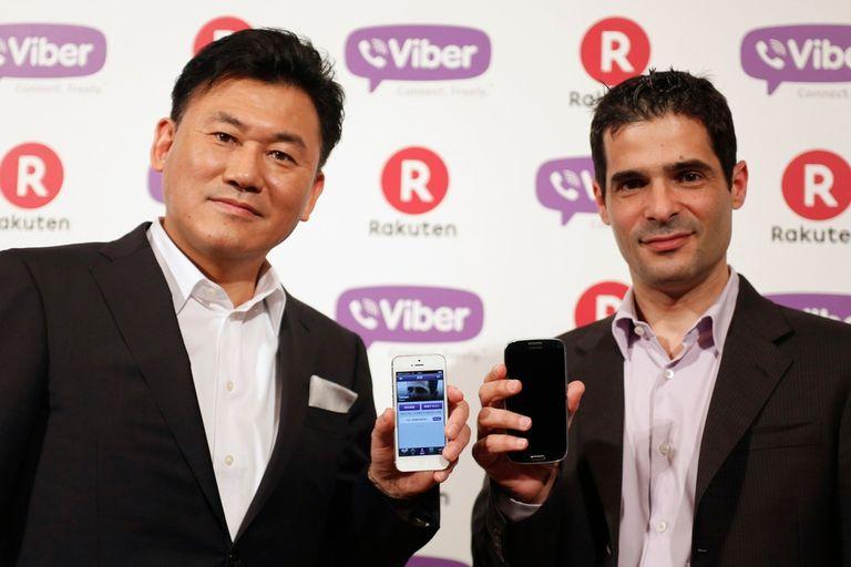 Hiroshi Mikitani, fundador de Rakuten, y Talmon Marco, creador de Viber, durante la conferencia de prensa