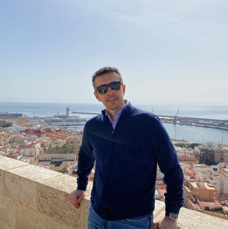 Daniel Carreño lleva ya media vida en España.