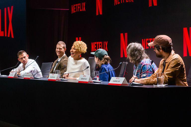 Los actores David Castañeda, Tom Hopper, Emmy Raver-Lampman y Ellen Page, junto a Gerard Way y Gabriel Bá, creador e ilustrador del cómic que dio vida a la serie