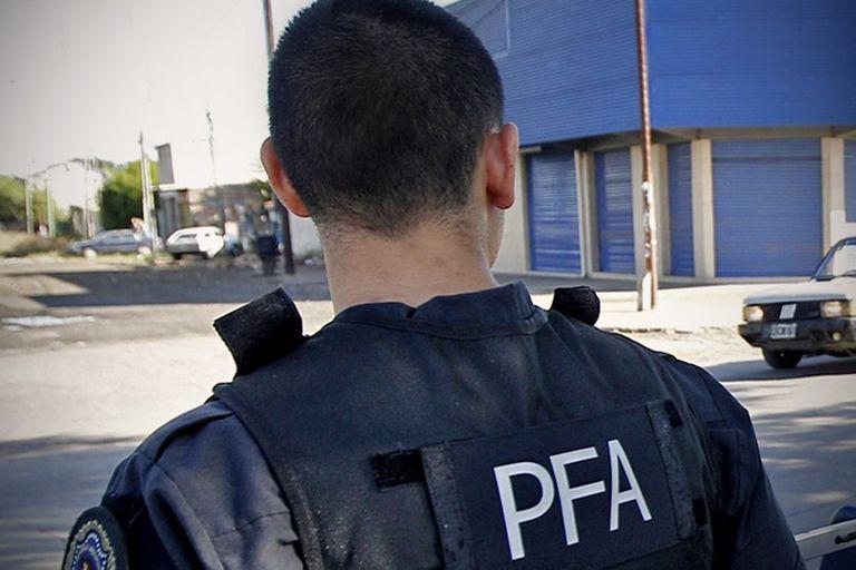 El efectivo de la Policía Federal paseaba en bicicleta con su esposa, en Moreno