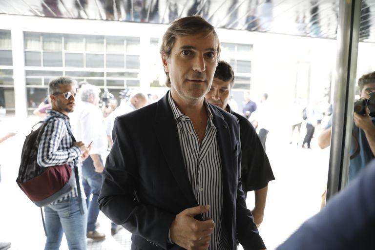 Elizondo sigue al mando, pero la división de los clubes expuso los problemas en la Superliga