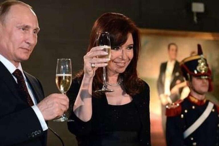 Cristina brinda junto a Vladimir Putin en Buenos Aires, en 2015. La vicepresidenta gana terreno en la política exterior.