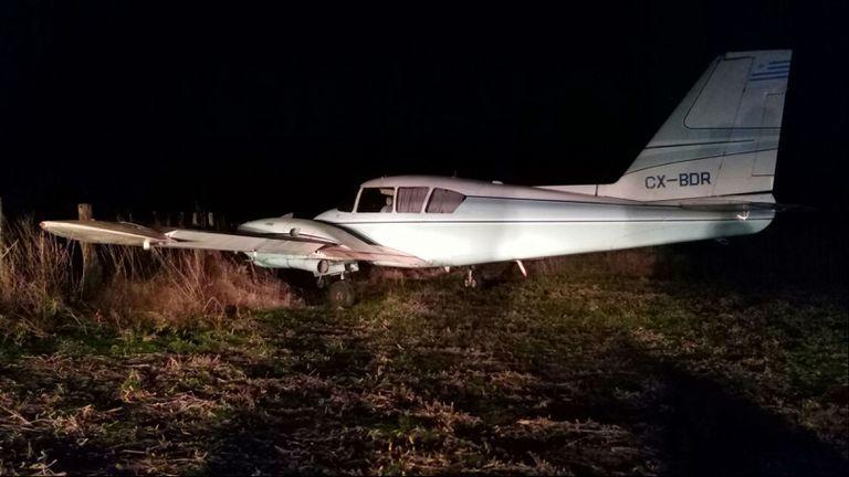 La avioneta debió bajar, dañada por los balazos