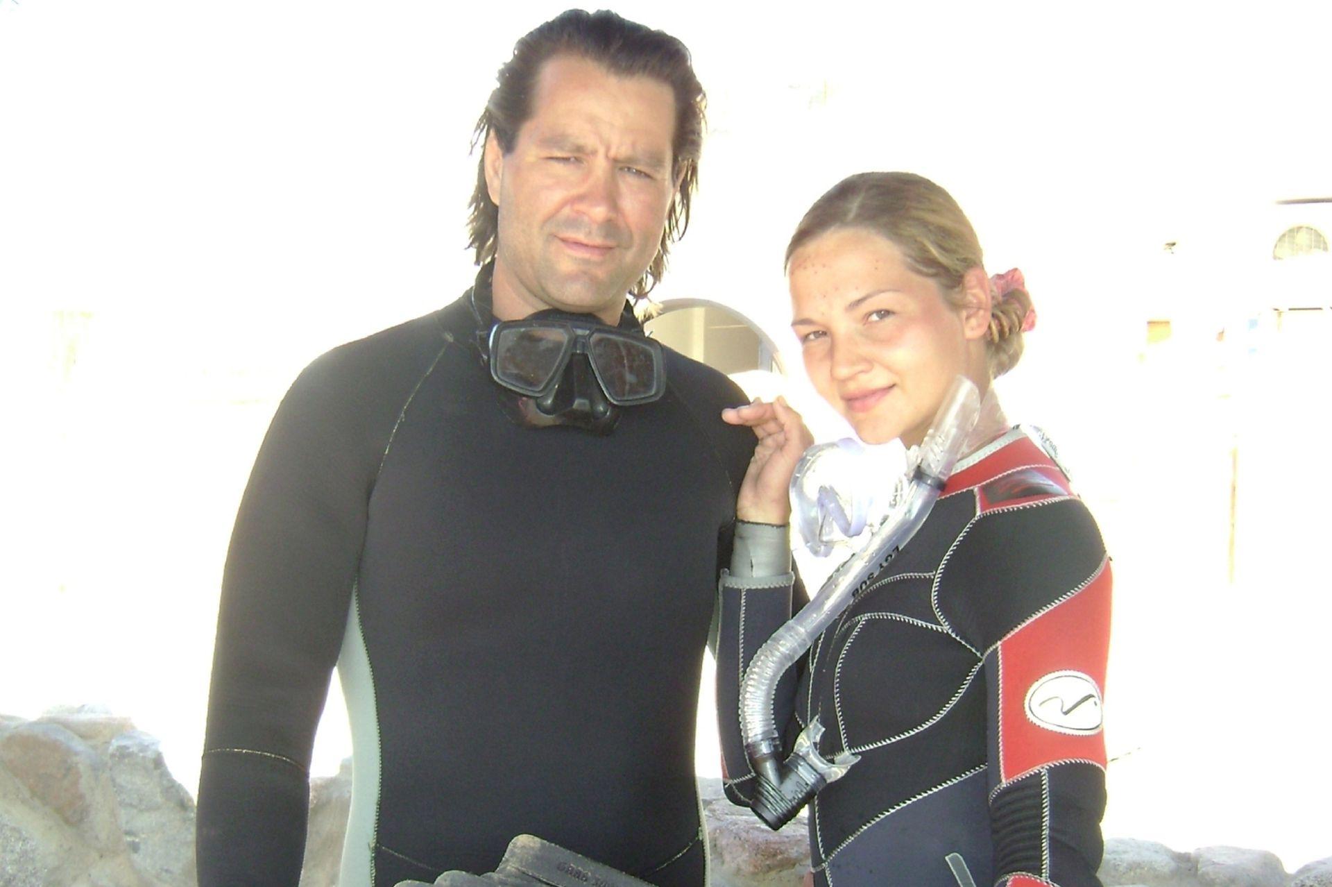 Ksenia y su marido son amantes del deporte y la aventura. Cuando se conocieron practicaron juntos freediving, y lograron bajar hasta 21 metros bajo el agua en apnea (sin tanque).