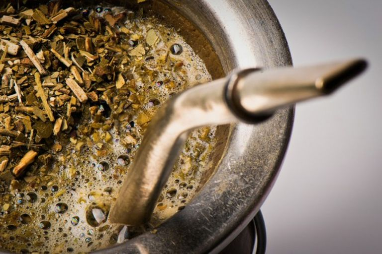 Controlarán la calidad de la yerba: no podrá tener más de 35% de palo y polvo