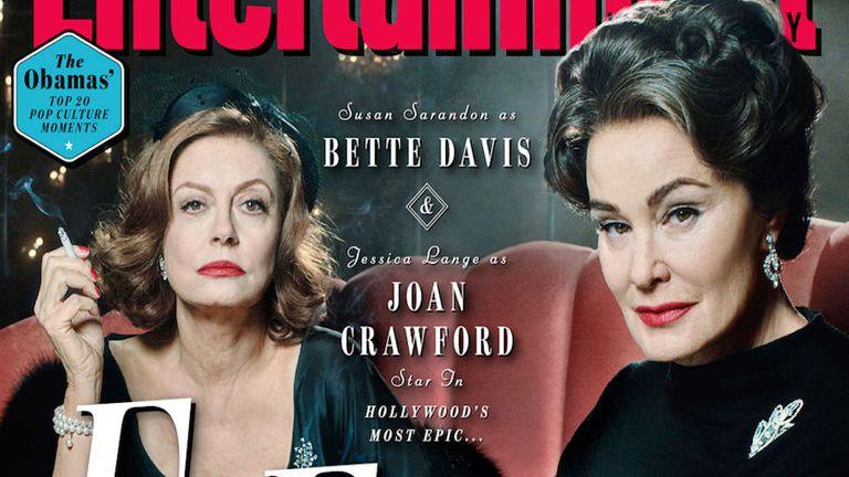 Susan Sarandon caracterizada como Bette Davis y Jessica Lange como Joan Crawford en la tapa de Entertainment Weekly