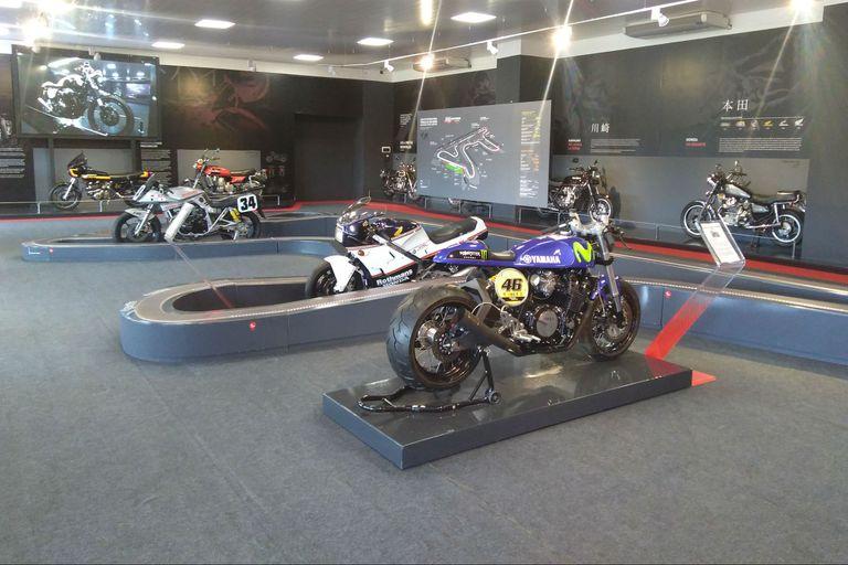 Una vuelta por el túnel del tiempo: las atracciones detrás del MotoGP