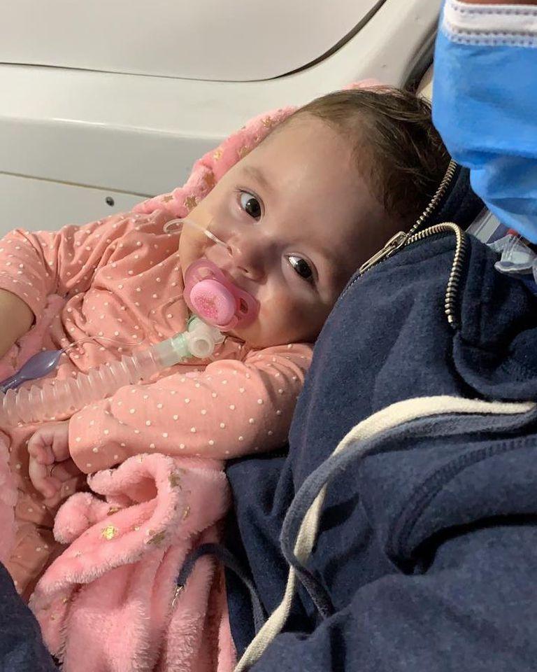 Emmita recibió la vacuna de Zolgensma, una terapia que reemplaza el gen SMN1 faltante o defectuoso y está aprobada por la FDA en Estados Unidos