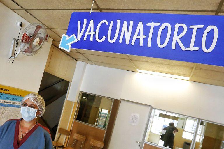 Varias provincias ya empezaron a vacunar a personas menores de 60 años con comorbilidades para alcanzar a más grupos de riesgo