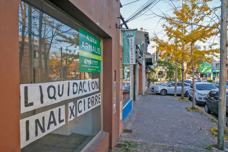 Locales sobre la av. Juan Segundo Fernandez, San Isidro
