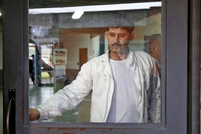 """Daniel """"Billy"""" Oyarzún, al momento de salir de la primera audiencia que lo juzgó tras haber asesinado a un ladrón"""