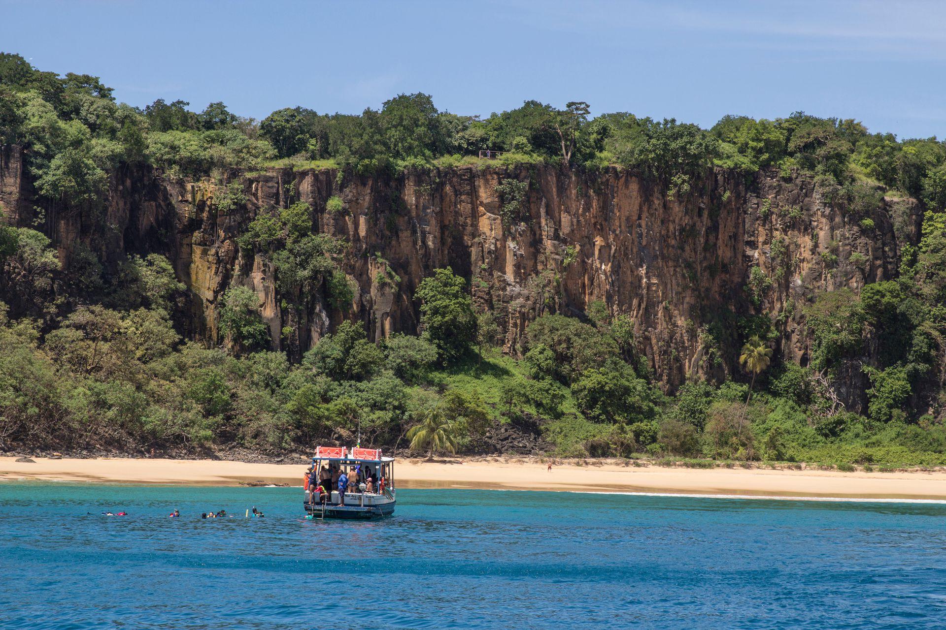 Los paseos en barco son una constante para conocer el archipiélago.