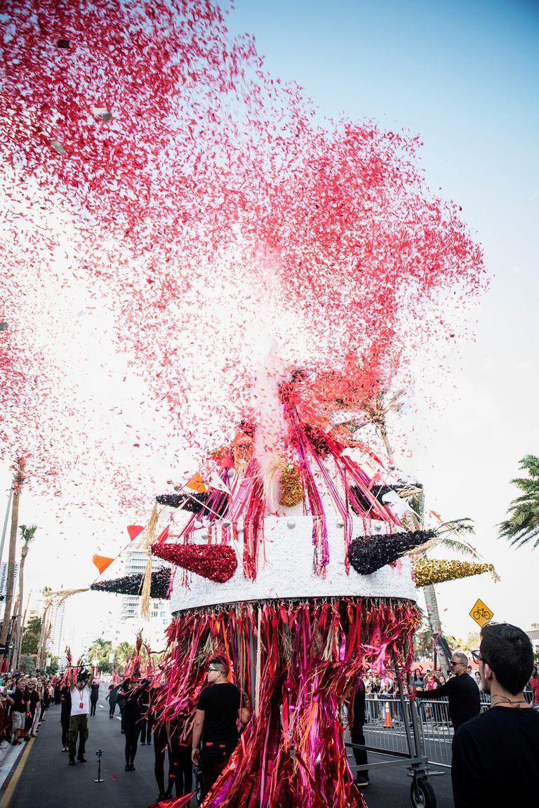 La piñata crada por Carlos Betancourt para Tide By Side