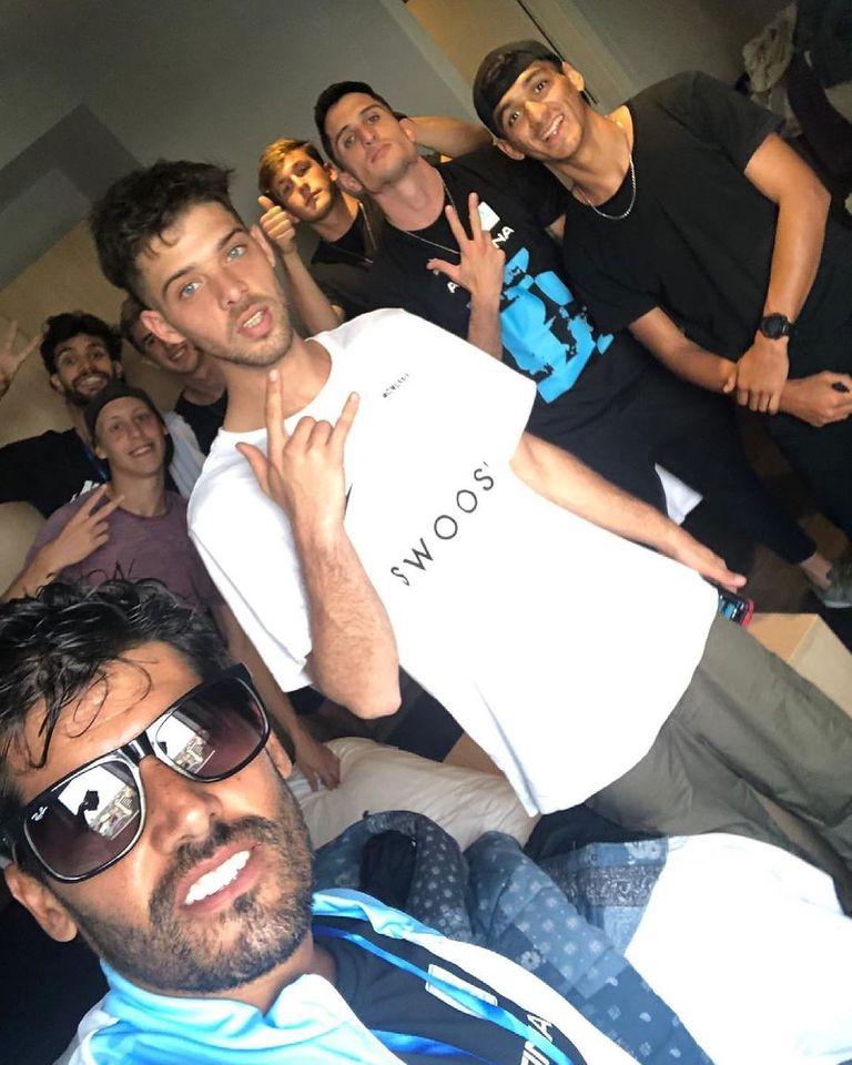 Santiago Maratea en Guayaquil con varios de los atletas a los que potenció en Instagram, con el objetivo de, teniendo más seguidores, percibir más patrocinios para sus trayectorias deportivas.