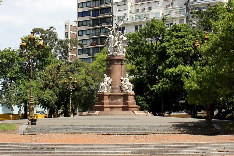 En el Monumento de Francia a la Argentina, en Recoleta