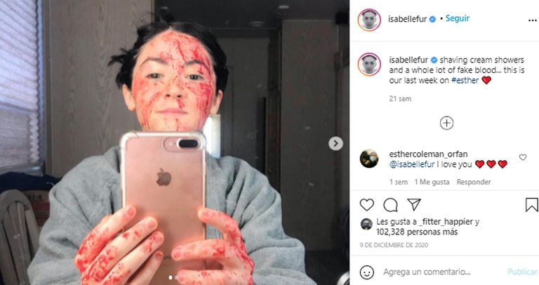 La actriz compartió una foto desde el set cubierta de sangre falsa. Fuente: Instagram