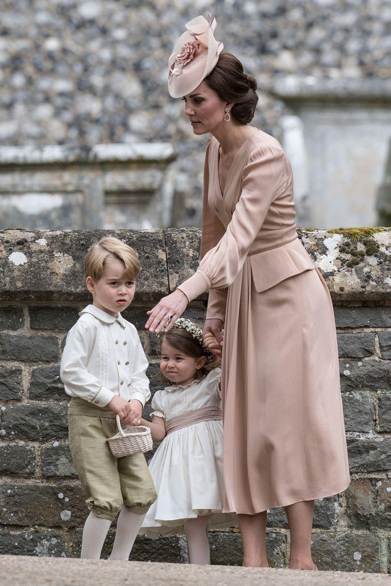 """Los """"principitos"""" George y Charlotte, hijos de los duques de Cambridge, integrarán un cortejo por cuarta vez en lo que va de 2018"""